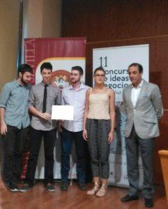 Los miembros de Yazyki junto a D. Miguel Ángel Castro Arroyo, Rector de la Universidad de Sevilla.